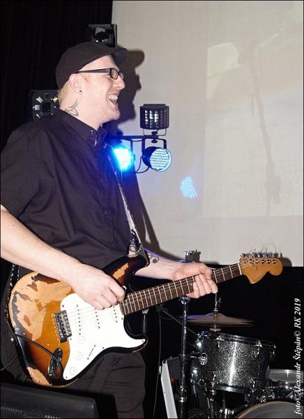 náš kytarista v akci :-)